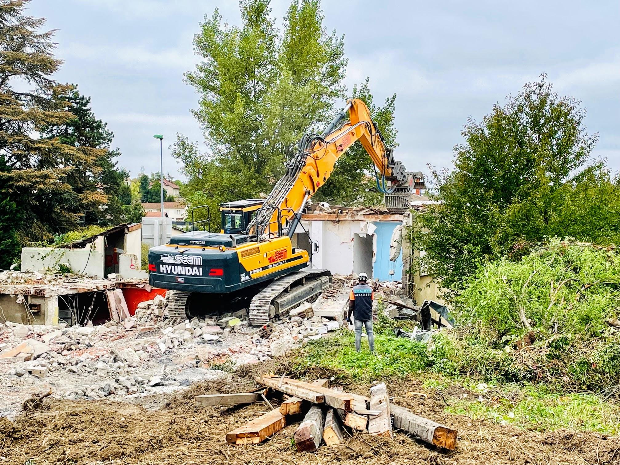 Début des travaux de démolition à Charly